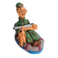 Статуэтка Охотник в надувн. лодке с собакой